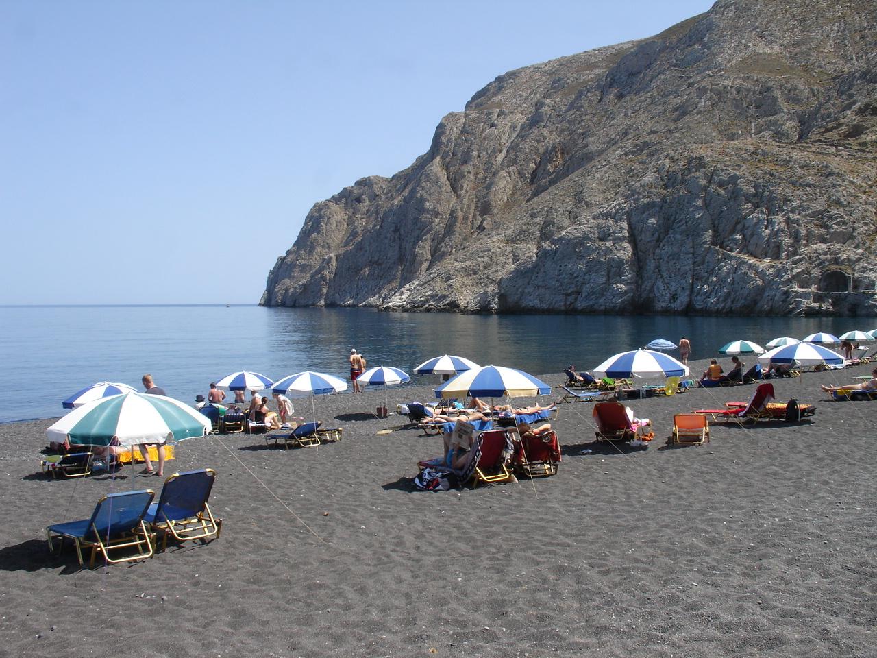 black_beach_in_kamari_santorini