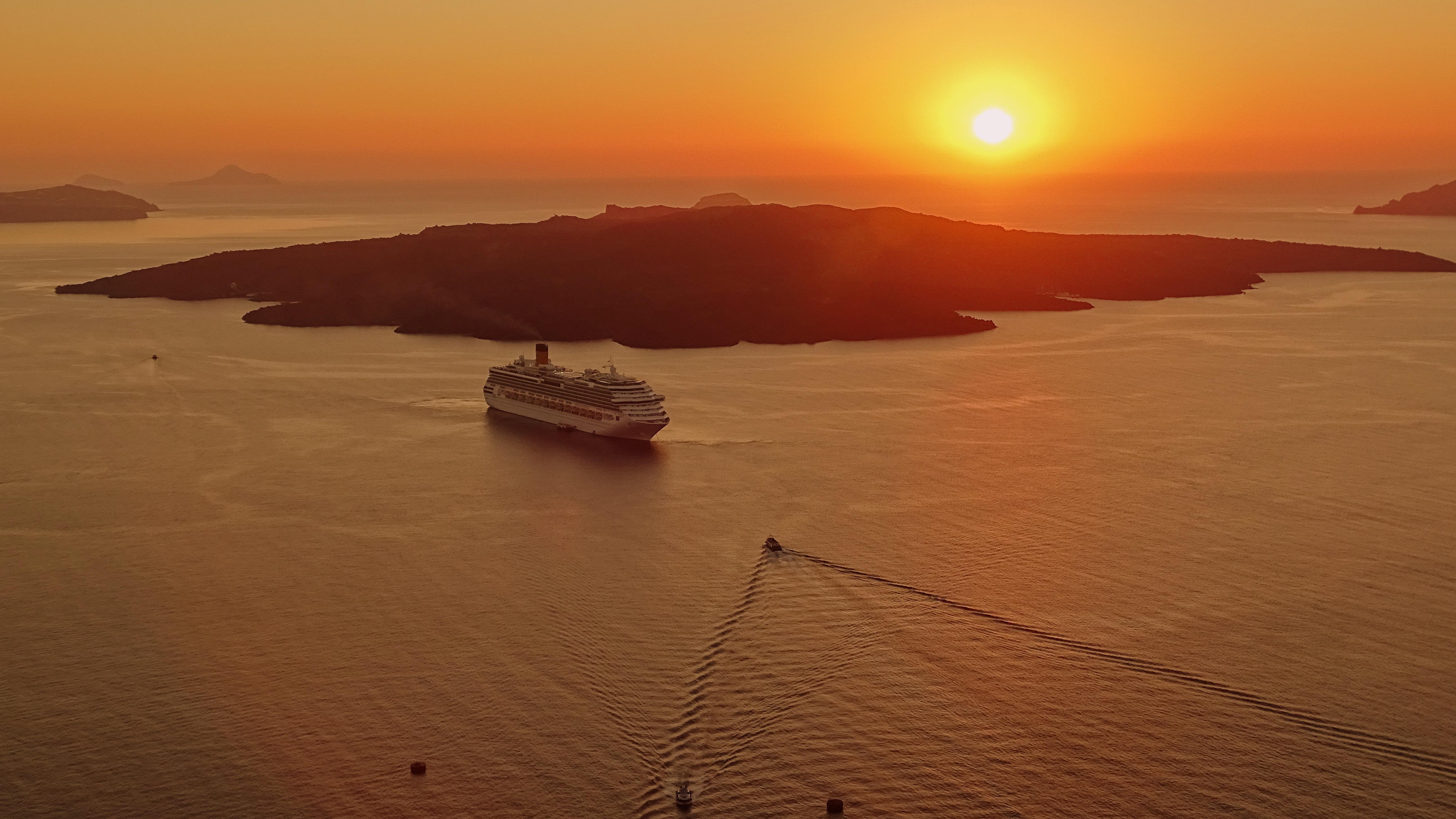sunset-around-santorini-on-a-cruise-boat