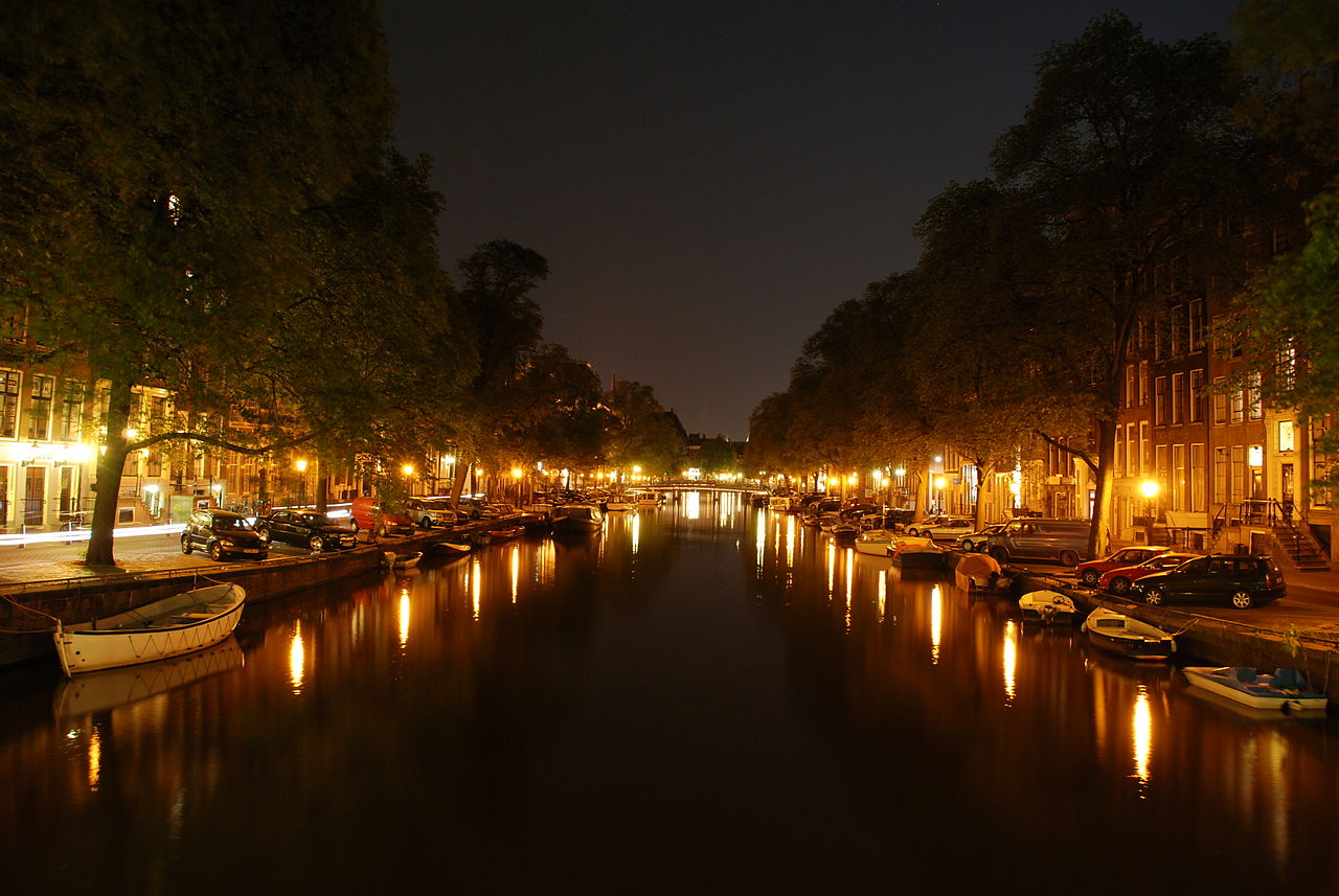 1280px-amsterdam_canal_at_night