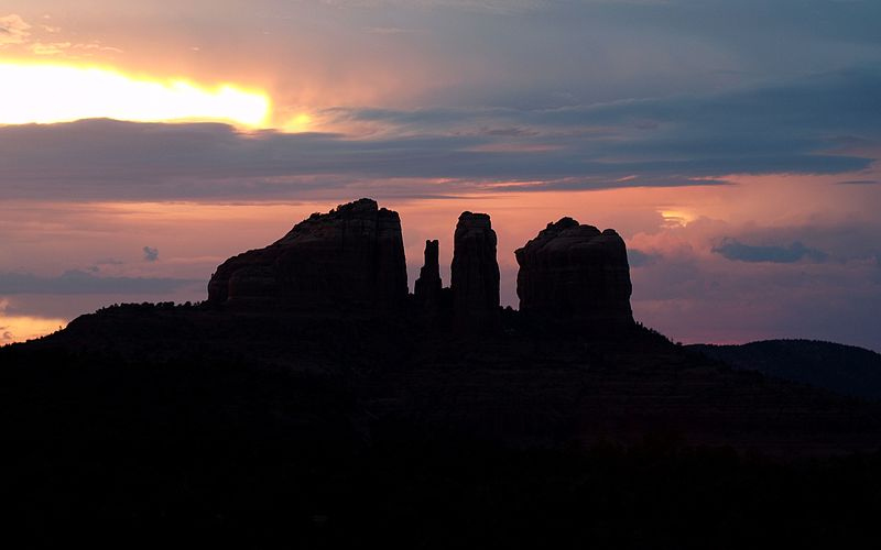 800px-cathedral_rock_sunset-27527-1
